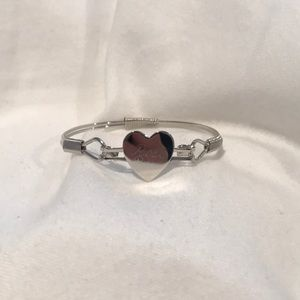 Jewelry - bracelet with a heart that reads Rose
